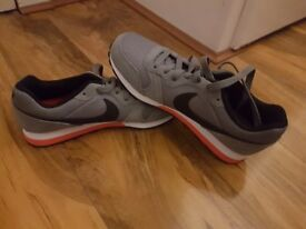 SIZE 5 NIKE TRAINERS NEVER WORN