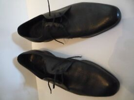 Classic genuine 1968 black Hush Puppies. Soft Leather. Rare - not suede. Size 10.