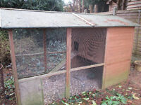 Chicken coop/ rabbit hutch/ run good condition FREE must go asap Farnham, Surrey