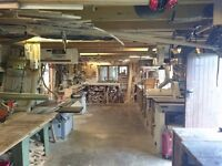 Fully equipped carpentry workshop with accommodation for rent.