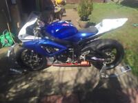 Gsxr 600 k7 racebike