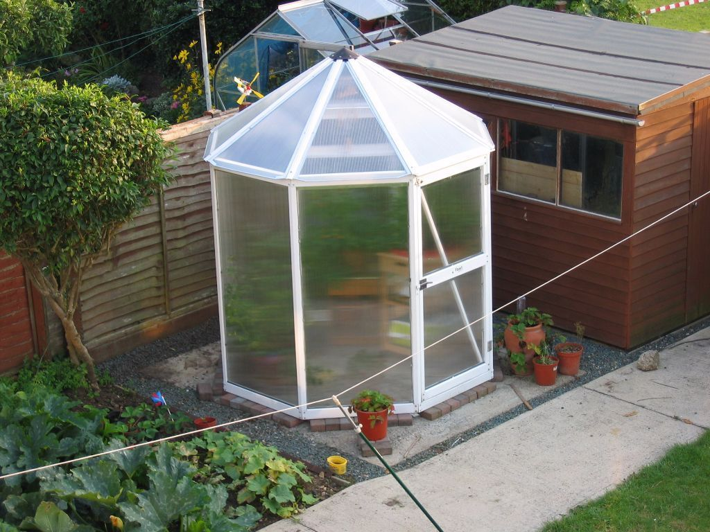 Fawt Nova Greenhouse Octagonal White In Abingdon