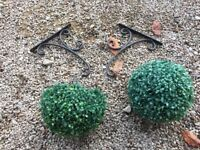 Garden brackets & decorations