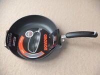 ( New ) Circulon 28 cm Frypan Skillet - black £25