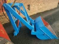 Tractor rear loader with bucket with brand new ram