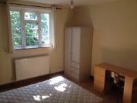 One Bedroom flat right behind Surbiton Station