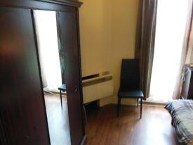 One bedroom apartment in East Twickenham TW1, bills included