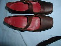 Ladies Clarks Brown Leather Shoes (New) size 8