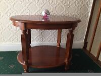 round coffee table in excellent condition, like brand new