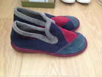 Ladies Nordikas tapatch slippers size 8 wonderful condition