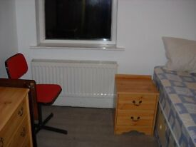 2 Rooms would suit Non-Smok Responsible Professionals Shared Clean Friendly House from £90pwk incl