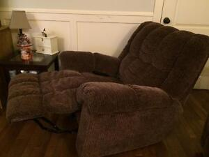 Excellent condition recliner, heated and massage vibrations!