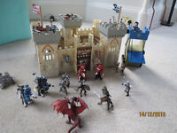 Papo Weapon Master Wooden Toy Castle with Toy Figures