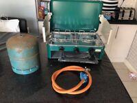 Camping cooker, regulator and gas bottle