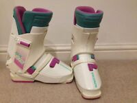 Salmon Ski Boots SX 82 size 4 very good condition.