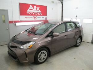 2015 Toyota Prius v LUXE