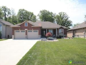 $449,900 - Bungalow for sale in Corunna