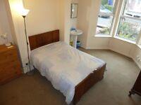 Double room with SINK : Stranmillis cert. HMO with 5 rooms. Ground floor.