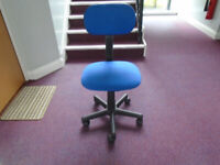 a BLUE CLOTH UPHOLSTERED OFFICE CHAIR, HEIGHT ADJUSTMENT IN EXCELLENT CONDITION, RARELY USED AT HOME