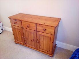 Pine dresser, 3 drawers