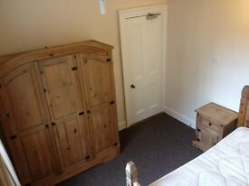 Double Room to let in shared city centre house close to city hall & Victoria square