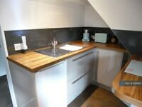 1 bedroom flat in Barrow Hall Road, Little Wakering, Southend-On-Sea, SS3 (1 bed) (#928960)