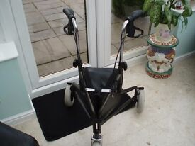 MOBILITY AID THREE WHEELED WALKER / STROLLER LOCKABLE LOOP BRAKES ZIPPED CLOSED CARRY BAG EXCELLENT