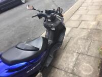 Suzuki burgman 125cc blue scooter/ moped