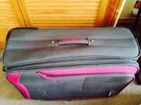 Suitcase Pierre Cardin, very comfortable and easy to move in your travelling