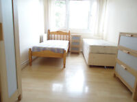 Nice Twin room available now in clean flat in Roehampton, close to GYM, Library and shopping area