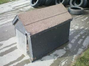 1 Dog House  /  Shingles / Front Wind Flaps / Carpeted Floor  /  Well Built $60