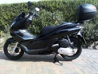 Honda PCX125 Fabulous bike in black comes with Givi top box 1 owner from new