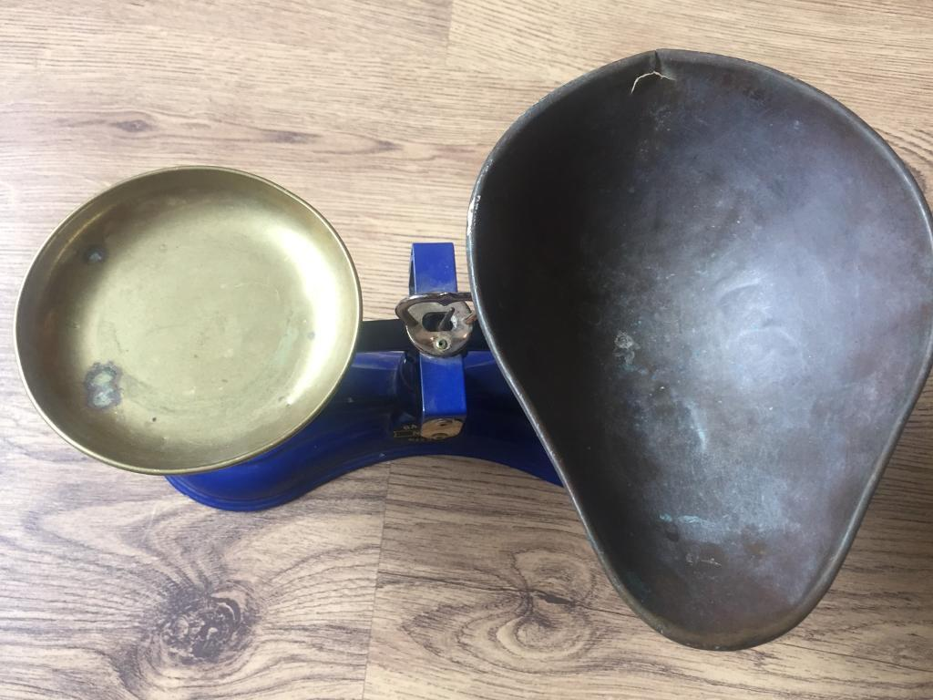 Traditional Salters Weigh Scalesin Norwich, NorfolkGumtree - Traditional weigh scales with complete set of w&t Avery weights.Good condition but with few scuffs and could do with a clean up, hence price. Lovely bright colour.Will deliver if local