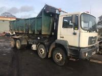 Man roll on roll off skip moter 8x2