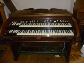 HAMMOND FENDER RHODES PIANO PLAYER
