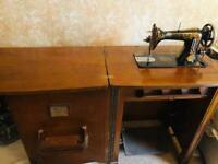 Rare Beautiful Antique Singer Sewing Machine Circa 1900 in Mahogany Cabinet