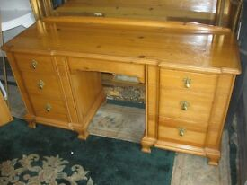 MODERN ORNATE SOLID PINE, STURDY DRESSING TABLE. 7 DRAWERS. IDEAL AS IS OR PAINTED. DELIVERY POSS