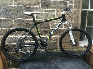 SKWAL 200 ATHLETIC MOUNTAIN BIKE TOP OF THE RANGE WITH SHIMANO FRONT AND BACK HYDRAULIC DISC BRAKES