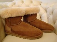MENS SIZE 10/44 UGG BOOTS WITH SHEEPSKIN LINING AS NEW UNWANTED XMAS GIFT BARGAIN £25