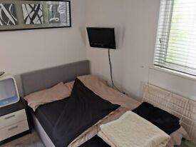 Spacious Self-contained Studio In N9, Walking distance to Edmonton Green Station
