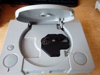 PLAYSTATION 1 CONSOLE 10 TOP GAMES STEERING WHEEL AND ALL LEADS