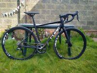 Cube Attain Race road bike 53cm (virtually brand new)