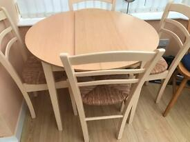 4 chairs round dining table