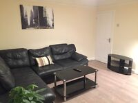 3 DOUBLE ROOMS AVAILABLE IN SPACIOUS FLAT IN CLAPHAM PARK