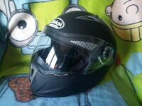 flip up motorcycle helmet with sun visor size L 59-60 new condition