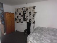 DOUBLE ROOM TO LET 5 MINS WALK TO TOWN CENTRE