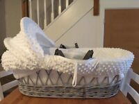 Moses basket dimple white/grey wicker basket