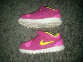Girls trainers 7.5 pink nike