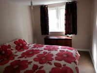 1 Spacious Double bedroom Available to Rent. £400 incl bills
