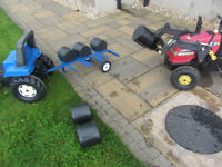 Toy tractor and trailer and bale lifter